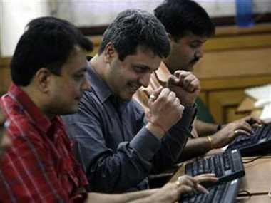 एक्जिट पोल ने बाजार को दी रफ्तार, रुपया मजबूत