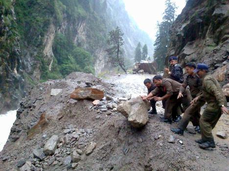 उत्तराखंड में जानलेवा बारिश, आठ लोगों की मौत