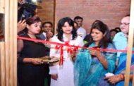 योगी राज: योगी की मंत्री स्वाति सिंह ने किया 'बीयर शॉप' का उद्घाटन
