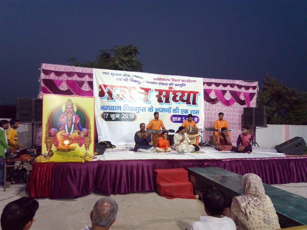 ग्रेटर नॉएडा वेस्ट के पतवारी स्थित नौ देवि दुर्गा मंदिर पर रविवार को एक भजन संध्या का आयोजन संपन्न