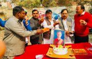 महानगर कांग्रेस कमेटी के नोएडा ने मनाया सोनिया गांधी का जन्मदिन