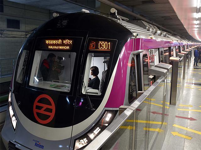 metro-25dec-modi-yogi